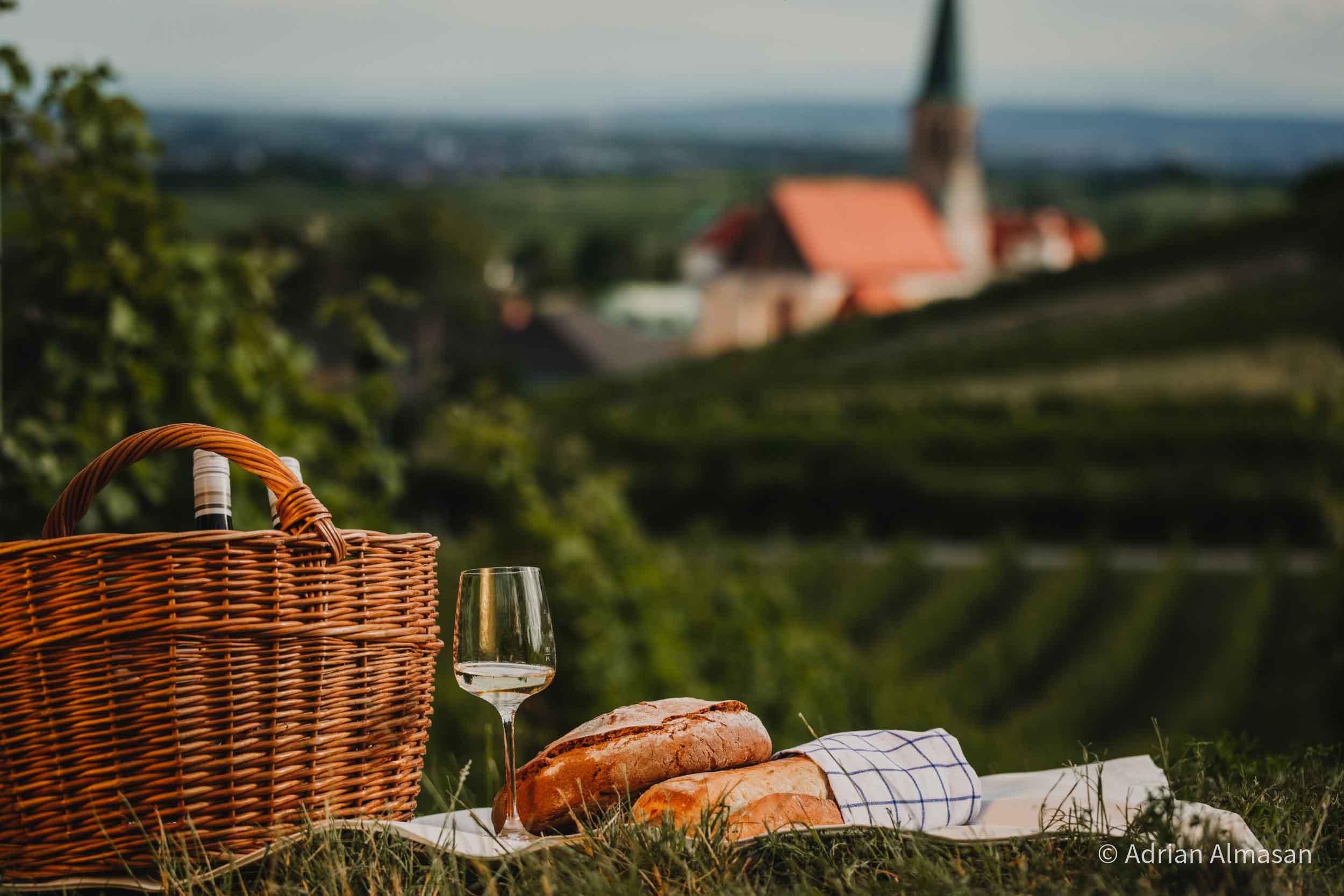 Jause im Weingarten (© Adrian Almasan)